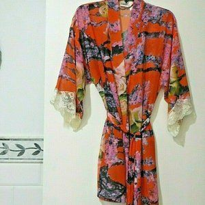 FREDRICKS OF HOLLYWOOD RED PRINT ROBE LACE SLEEVE